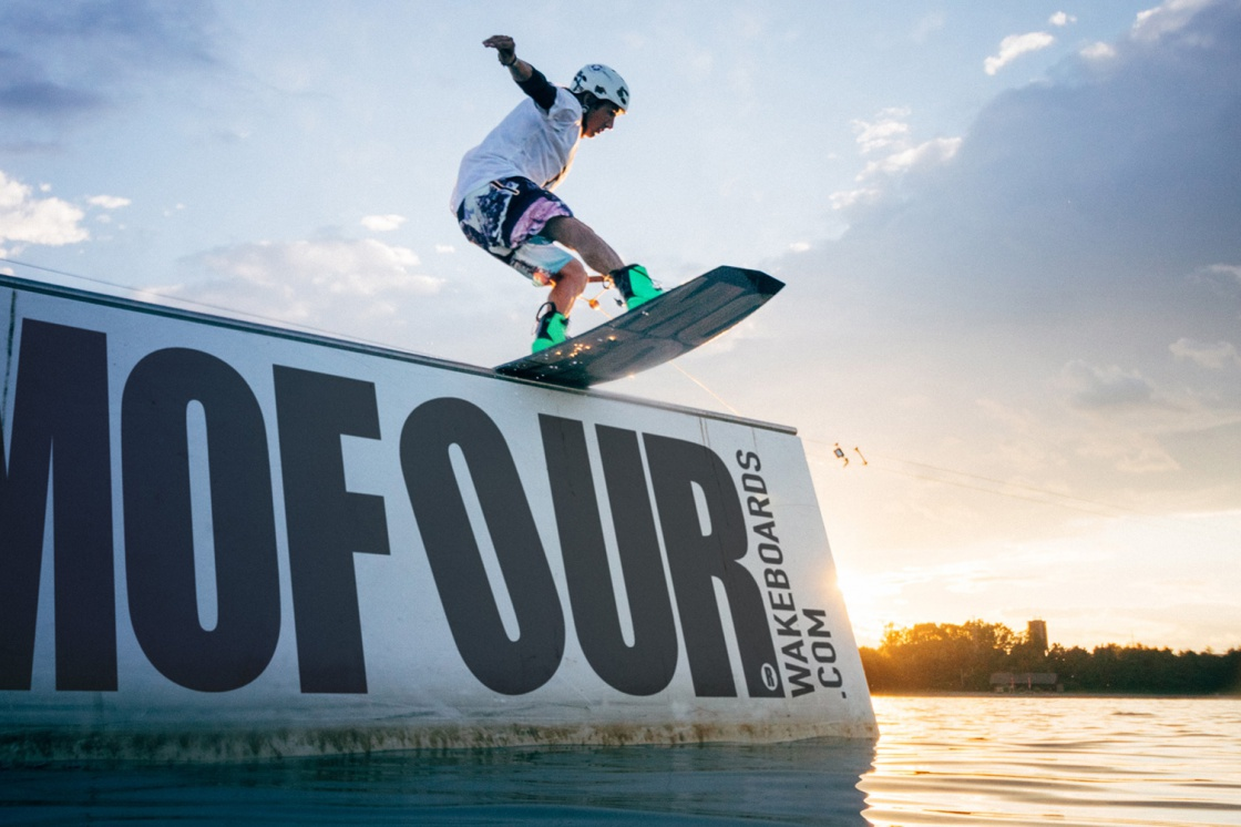 Chris Celetz boardslide